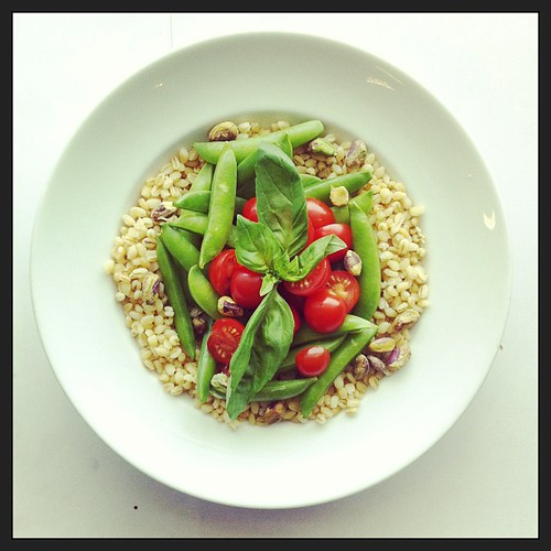 Snap peas, tomatoes and barley by Salad Pride