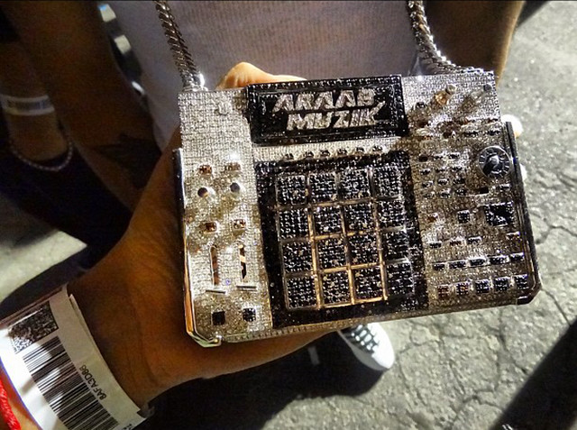AraabMuzik-iced-out-mpc-chain