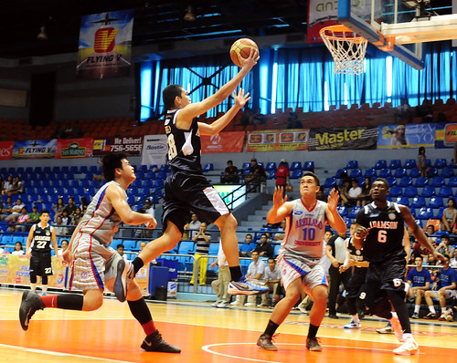 FilOil 2013: Arellano Chiefs vs. Adamson Falcons, May 4