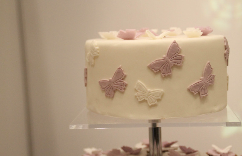 The Wedding Cake: A Guide on Size and Servings
