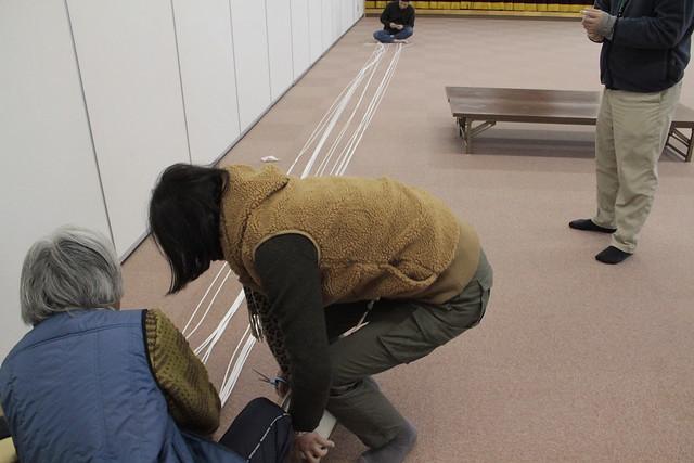 長さがおかしくならないように,しっかりと固定してロープを切っていく.