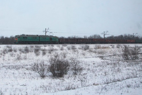 Ukrainian Railways class ВЛ8 electric hauls a coal train outside Красноармі́йськ (Krasnoarmiisk)