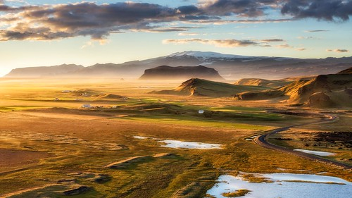 iceland ijsland landscape landscha landschap goldenhour goldenlight licht sunset zonsondergang heuvels schaduw shadow hills cliffs cliff rotsen sandergreftephotoscom nikon tamron1750