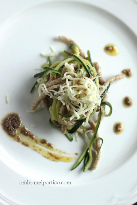 Bigoi con Petra9 e spaghetti di zucchine