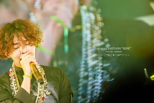 GD-guestappearance-Taeyang-RISE-Seoul-20141012_09