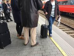 I Norge starter efterårsferien i dag. Samtidig strejker togene (dog ikke flytoget). Det bliver spændende at se hvor meget kø det er ved Security i lufthavnen. Alternativet til at nå mit fly er at komme til CPH via Arlanda, Stavanger eller Bergen.