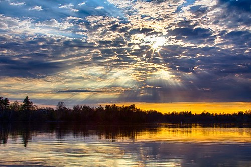 blue sunset cloud sun reflection water golden ottawa rays mooneysbay tanjir