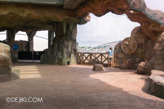 Marine Life Park Singapore - Adventure Cove Waterpark - Inside the Grotto 4