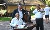 Empfang durch eine traditionelle Musikkapelle. Der Einfluss der Roma auf die Musik in Ungarn war so groß, dass man die ungarische Volksmusik lange Zeit mit Zigeunermusik gleichgesetzt hat. im Vordergrund das Cymbal, ein Instrument der ungarischen Roma.