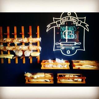 A partir de las 2 : 30 pm mini #pandejamon, cachitos de jamón, pan de queso, cachitos de chocolate, trenzas azucaradas, café y merengadas