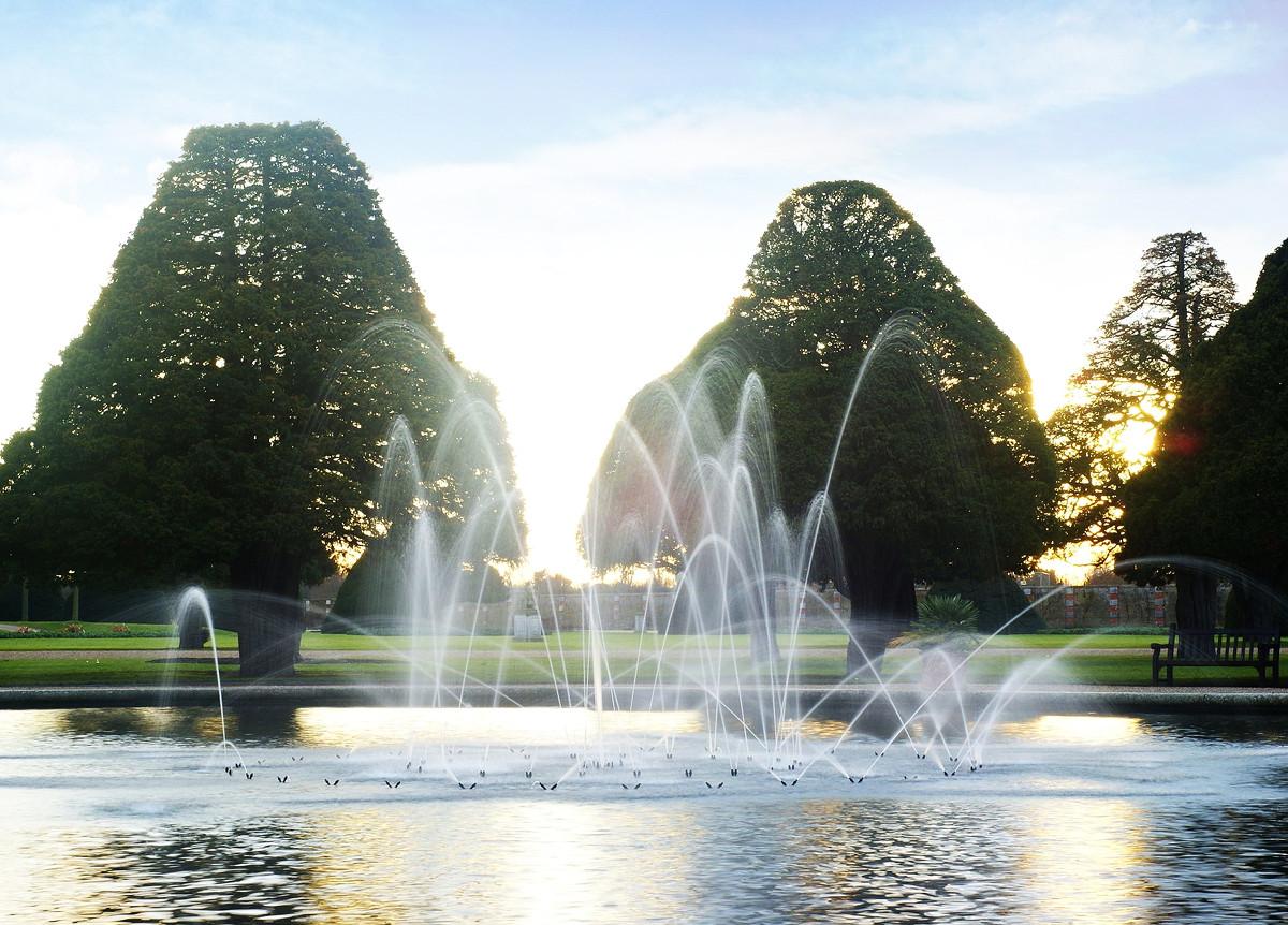 Hampton Court Palace fountain. Credit Peter Trimming