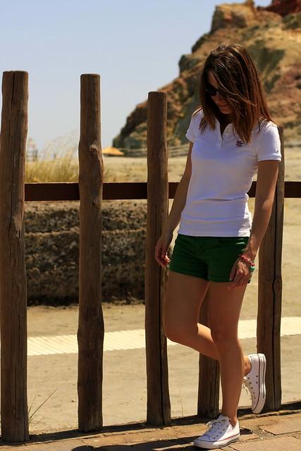 outfit verde y blanco