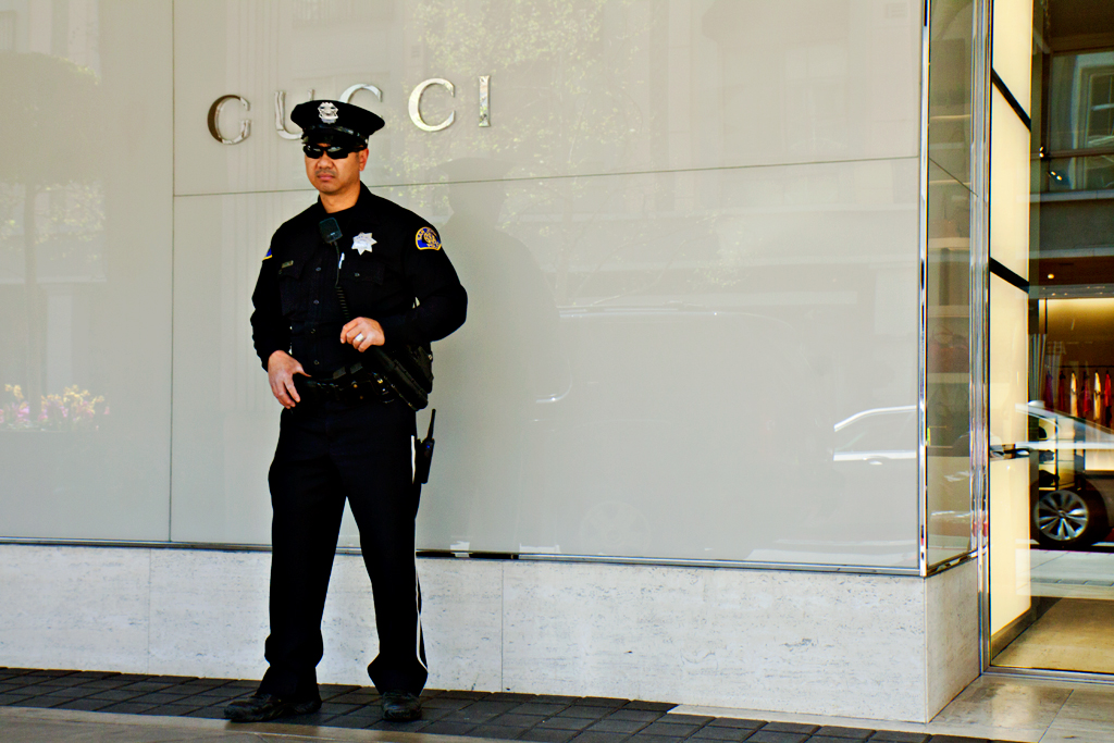 Cop-in-front-of-GUCCI--San-Jose
