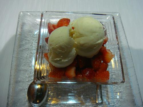 Fresas con helado de vainilla