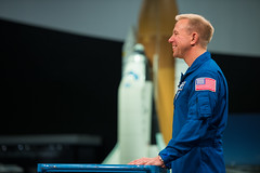 NASA Astronaut Tim Kopra Meets with Secretary of the Army Eric Fanning (NHQ201609130025)