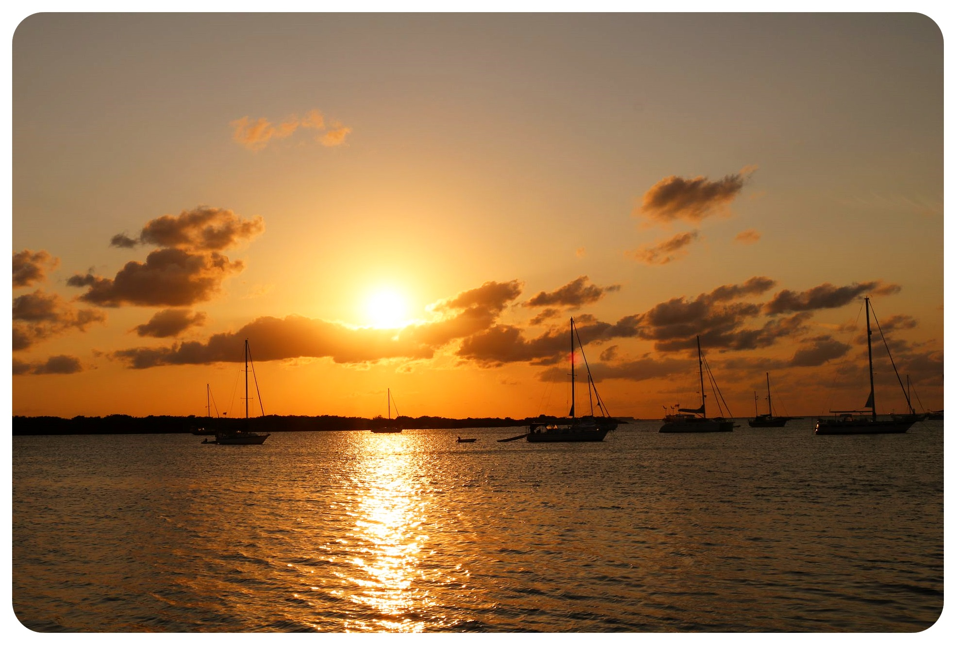 isla mujeres sunset with boats
