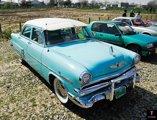 1953 Ford Customline V8 sedan