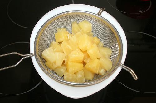 13 - Ananas abtropfen lassen / Drain pineapple