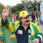 Prefeitável Levy Fidelix faz caminhada frente ao Museu do Ipiranga
