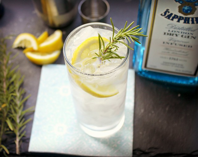 Rosemary and gin fizz