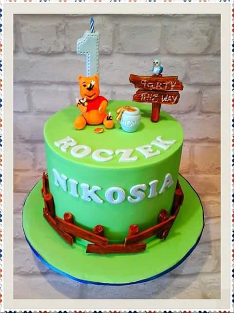 Winie the Pooh Cake by Dorota Bondarczyk of DeeBee Cakes Portadown
