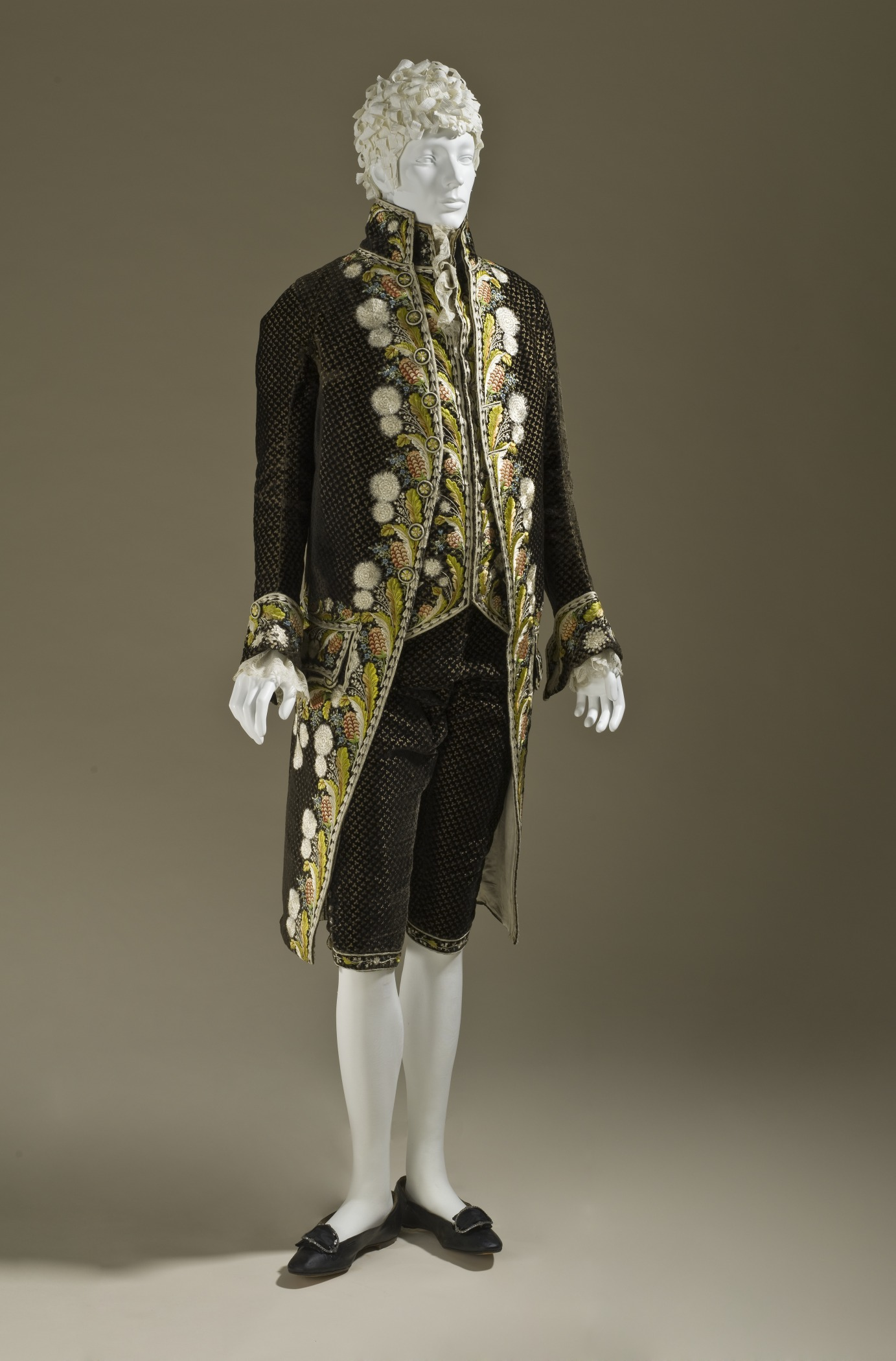 c. 1800. Man's ensemble. Silk cut and voided velvet on plain-weave foundation with supplementary weft-float patterning and silk embroidery. LACMA