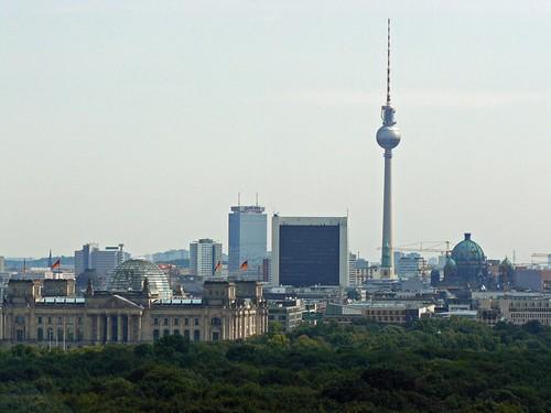 La torre de la televisión de Berlín desde la columna de la victoria