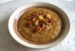 Hessian potato soup with roast bread dices / Hessi…