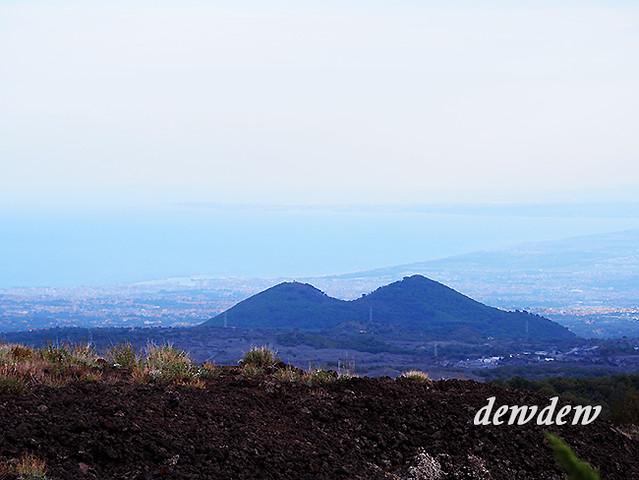 和朋友會合後往山上去,聽說俯瞰的景致很美。