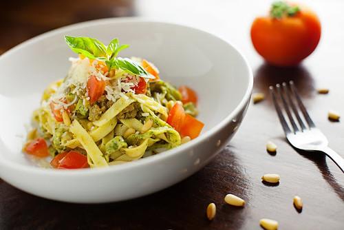 Tagliatelle con Pesto al Pomodoro
