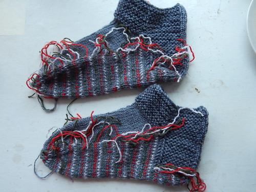 два носка с хвостиками лежат