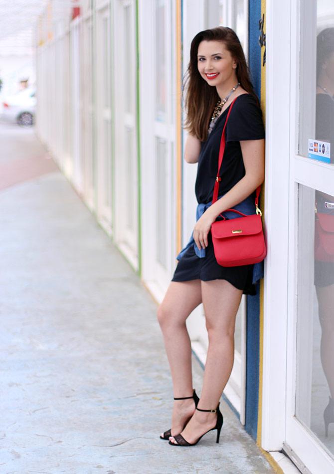 05-vestido-preto-com-camisa-jeans-amarrada-sempre-glamour