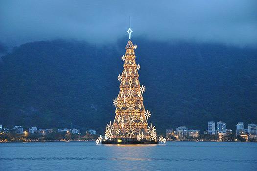 Rio-de-Janeiro_2_Christmas-trees-with-real-bling