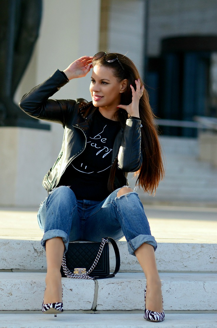 DSC_1993 Zara Black Moto jacket, Boyfriend jeans, Chanel boy bag, Tamara Chloé