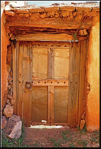 a Anergui door