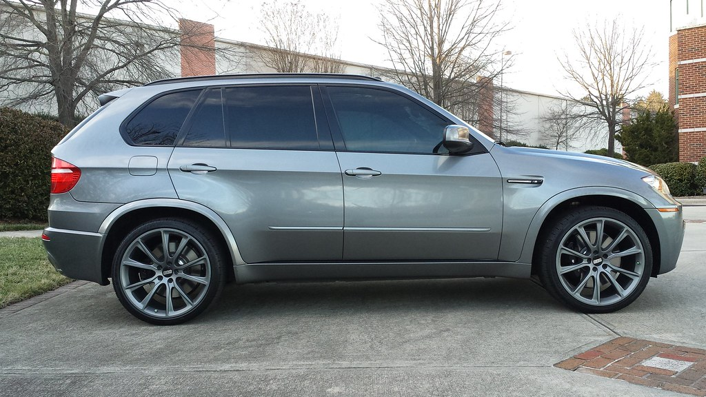 "X5M Brakes: ""M"" Calipers, 395mm fronts, 385mm rears rotors ..."