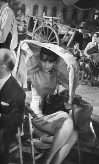 Audrey Hepburn en Toledo, Plaza del Ayuntamiento. Septiembre de 1964. Rodaje de la película El Greco, protagonizada por su marido Mel Ferrer
