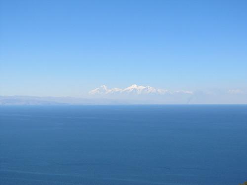 Lac Titicaca: vue sur les sommets enneigés depuis notre chambre à l'Isla del Sol