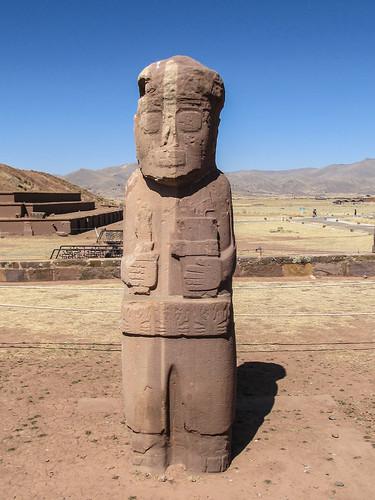 Tiwanaku: le monolithe à 2 couleurs El Fraile (le prêtre)