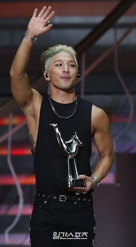 Taeyang-GoldenDisc-Awards-mainshow-20150114-Press-14