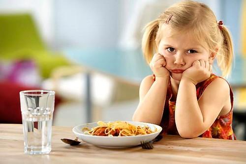 Сухі сніданки — шлях до гастриту у дитини