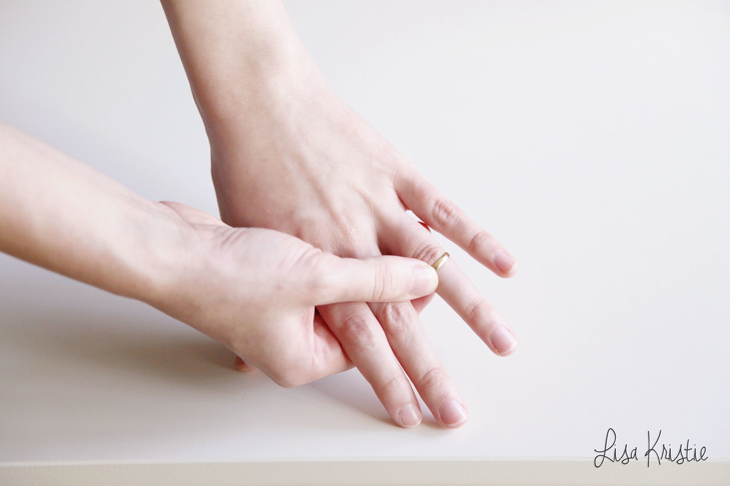 swollen fingers wedding ring no longer fits postpartum after pregnancy water retention