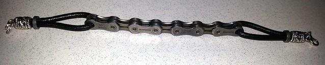 Más pulseras con cadena y eslabones de cadena reciclados