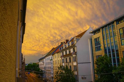 street sunset cloud munich münchen nubes semáforo