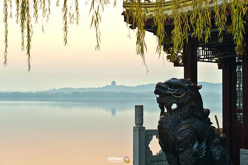 china morning reflections dawn nikon dof hills westlake hangzhou tradition xihu d800 zhejiang mistylake qiling chineselionstatue photonmix classicalchina