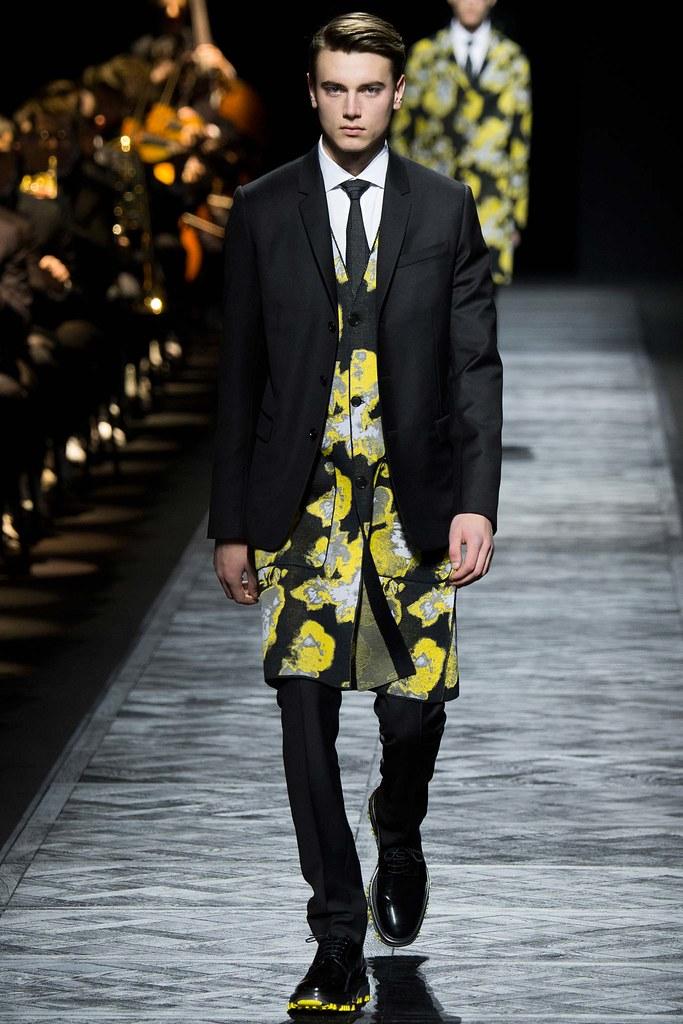 Eduard Badaluta3036_FW15 Paris Dior Homme(VOGUE)
