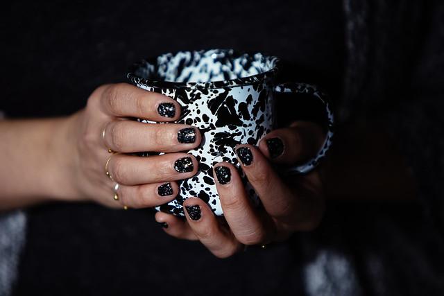 nail art émaillé moucheté