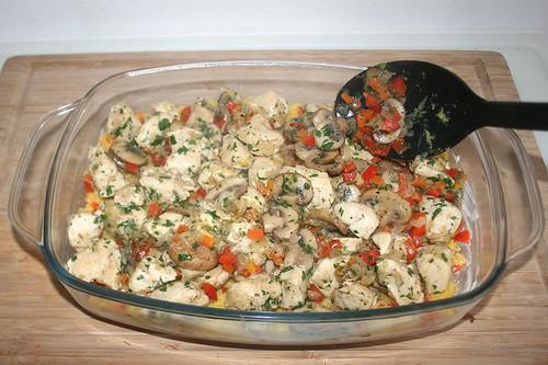 51 - Geflügel -Gemüse-Mischung einfüllen / Add chicken vegetable mix