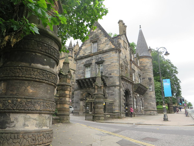 pearce lodge gate glasgow university