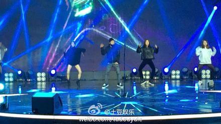 Taeyang-YoungChoiceAwards-Beijing-20141210-Rehearsals_6